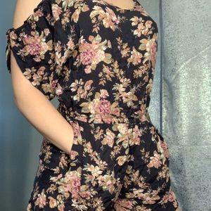 Floral romper w/ pockets